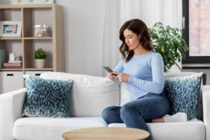 恋愛占いのお悩みの解決のために電話占いサイトを利用する人が増えています